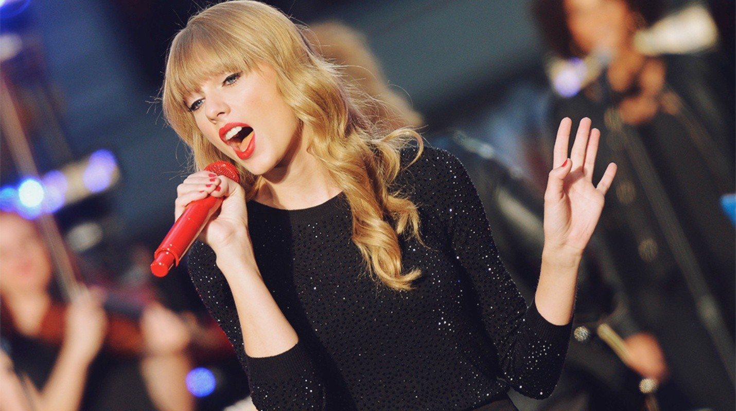 Taylor Swift invitó a 100 fans para escuchar 'New Year's Day'